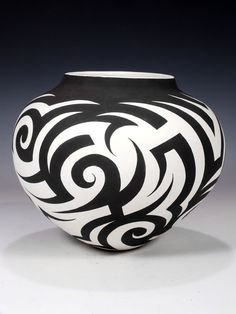 Most up-to-date Free of Charge Ceramics Vase art Thoughts Pottery-Painting-Ideas-To-Try-This-Season Ceramic Clay, Ceramic Painting, Ceramic Pottery, Pottery Art, Pottery Painting Designs, Pottery Designs, Pueblo Pottery, Sculptures Céramiques, Native American Pottery