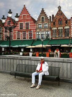 The center of the Old Bruges, Belgium. https://victortravelblog.com/2011/11/14/rented-accommodation-in-bruges/