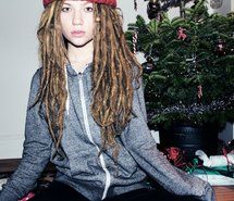Inspiring picture christmas tree, dreadlocks, dreads, girl. Resolution: 960x640 px. Find the picture to your taste!