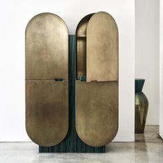 cabinet CAPSULE for Galleria Ponte Rosso, via Brera 2 Photo credits Unique Furniture, Luxury Furniture, Furniture Design, Classic Furniture, Ideas Prácticas, Cabinet Furniture, Decoration, Bronze, Interior Design