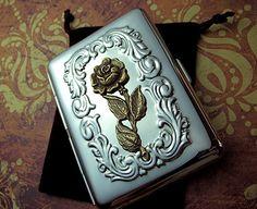 Caja de cigarrillo femenino gótica victoriana por CosmicFirefly