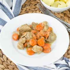 Lasagnové rolky se špenátem a ricottou v omáčce marinara Pot Roast, Cornbread, Quiche, Chicken, Meat, Ethnic Recipes, Lasagne, Carne Asada, Beef