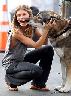 AnnaLynne McCord Gives a Dog a Bone