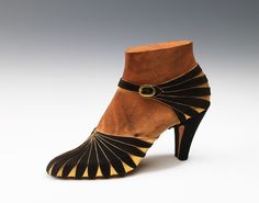 Vintage Shoes Art Deco Shoes - - by Steven Arpad Love it! 1930s Fashion, Fashion Mode, Art Deco Fashion, Fashion Shoes, Vintage Fashion, Classy Fashion, Fashion Tips, Vintage Outfits, Vintage Clothing