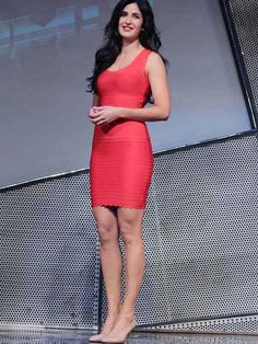Stop traffic in a bright-red bodycon dress like Katrina Kaif, paired with matching lipstick and staple nude pumps. Katrina Kaif Photo, Indian Goddess, Indian Princess, Red Bodycon Dress, Beautiful Bollywood Actress, Blonde Women, Fashion Company, V Neck Dress, Indian Beauty