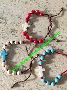 Bolos y recuerdos para Bautizo y Primera Comunion: BOLOS Y RECUERDOS PARA NIÑA/MUJER Catholic Christening, Faith Crafts, Communion Favors, Beaded Necklace, Beaded Bracelets, Rosary Bracelet, Seashell Jewelry, Rosary Catholic, Religious Jewelry