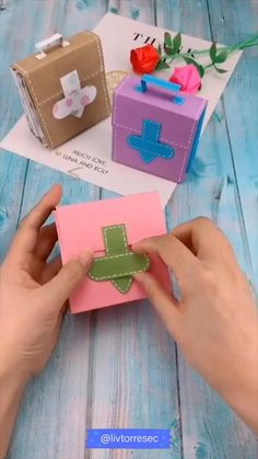 Diy Crafts Hacks, Diy Crafts For Gifts, Diy Home Crafts, Diy Arts And Crafts, Crafts For Teens, Creative Crafts, Diy For Kids, Handmade Gifts For Friends, Cool Paper Crafts
