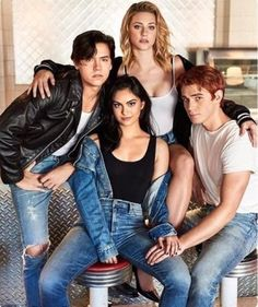 Cole Sprouse (Jughead Jones), Camila Mendes (Veronica Lodge), Lili Reinhart (Betty Cooper), and KJ Apa (Archie Andrews) - Riverdale Kj Apa Riverdale, Riverdale Archie, Riverdale Memes, Riverdale Funny, Riverdale Tumblr, Riverdale Netflix, Riverdale Aesthetic, Betty Cooper, Sprouse Cole