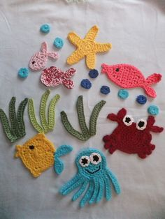 Crochet applique, 6 small crochet birds, cards, scrapbooks, appliques and embellishments Crochet Applique Patterns Free, Crochet Motif, Irish Crochet, Crochet Designs, Crochet Flowers, Crochet Stitches, Knitting Patterns, Crochet Fish, Cute Crochet