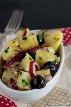 Patate alla greca, contorno sfizioso e facilissimo Vegetable Recipes, Meat Recipes, Vegetarian Recipes, Cooking For Dummies, Easy Cooking, Confort Food, Veggie Side Dishes, Appetisers, International Recipes