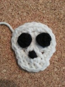 Easy Unisex Skull Applique Crochet Pattern  free skull applique crochet pattern from cRAfterChick.com