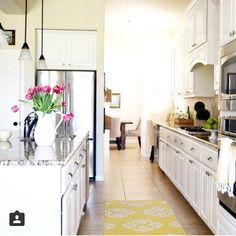 Is there anything better than a pretty kitchen with sunshine streaming in? ☀️ I think not, and this gorgeous one belongs to my sweet friend Becky @thisishappiness  She's got a sunny personality to match and always sees the bright side! She's my #followfriday so pop over and say hi! ☀️