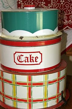 cake tins - still use mine for cookies at Christmas Vintage Canisters, Vintage Tins, Vintage Decor, Vintage Kitchenware, Vintage Dishes, Vintage Stuff, Vintage Metal, Vintage Art, Cake Tins