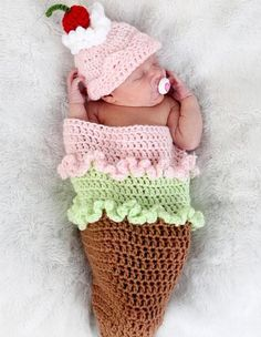 Visto aquí: http://www.etsy.com/listing/74319333/ice-cream-cone-cocoon-and-beanie-hat-set?ref=sr_gallery_6_search_submit=_search_query=crocheted+photo+props+for+baby_view_type=gallery_ship_to=US_search_type=handmade_facet=handmade