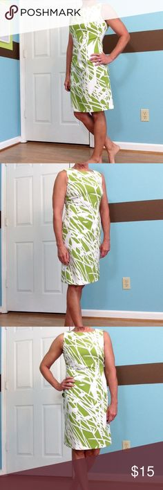"""Ronni Nicole sleeveless dress 🎉 BEST DRESSED HP 🎉 EUC! Just a beautiful dress! Zipper works fine, no stains or fading noted. I got it on...but I think I'm holding my breath the whole time! 🤣 I'd say it fits me more like 4... Semi fitted No lining 37"""" ↕️ 18"""" ↔️ armpits Ronni Nicole Dresses Midi"""