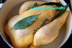 Chaque année à Noël je dis que je vais préparer une traditionnelle dinde aux marrons et au dernier moment de ripe vers une autre volaille... Cette fois j'ai préparé un chapon et parce qu'il était délicieux je partage avec vous quelques astuces de cuisson....