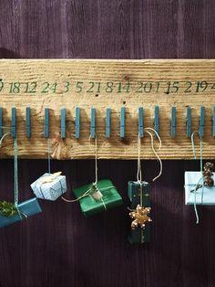 Adventskalender auf Holzbrett