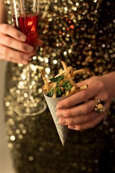 Pommes Frites (tossed with fried parsley and truffle oil) in an easy to serve cone. (easy to make) New Year's Eve Party with Kate Spade Nye Party, Party Time, Summer Parties, Holiday Parties, Truffle Fries, Truffle Oil, Looks Party, Paper Cones, Auld Lang Syne