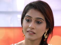"Bio     Real Name  Regina Cassandra   Nickname  Regina   Profession Actress & model   Physical Stats & More   Height (approx.) centimeters- 168 cm meters- 1.68 m Feet-Inches- 5' 6""     Weight (approx."