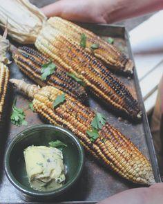 After grilled.. corn with garlic & parsely butter  دره مشويه بعد الشوى حطيت عليها زبده بالتوم و البقدونس و رشه بربريكا  #food #Veganfood #corn #Foods #Foodie #vegan #Foodblogger #FoodPhotographer#FoodPhotography #FoodStylist #Foodstagram #FoodGram #FoodGasm #vscofood #Vscodaily #Vscocook #Food_Vsco #Foodoftheday #Onthetable #Wholefood #food52 #f52grams #Feedfeed #Yahoofood #Thekitchn #buzzfeast #buzzfeedfeed #onmytable #inmykitchen #instafood