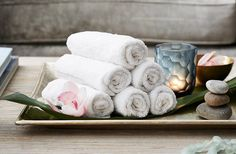 A soothing and delightfully indulgent idea for your next girls' night in # spa day at home with friends girls night How to Host: A Calm and Chic Spa Party at Home Spa Day Party, Girl Spa Party, Spa Birthday Parties, Pamper Party, Teen Parties, Bachelorette Parties, Diy Party, Spas, Spa Tag
