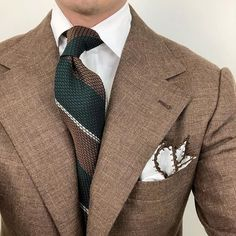 Welcome to Ties If you're a gentleman whose looking to know more about ties, you're in the right place. If you're someone who wears ties even though your colleagues don't, you're the real MVP! Latest Mens Fashion, Mens Fashion Suits, Mens Suits, Grey Suits, Brown Sport Coat, Gents Fashion, Male Fashion, Bespoke Suit, Suit Accessories