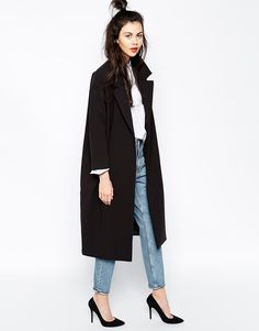 Look for the new job: Coat/Jeans/Heels Killer Combo Enlarge Monki Duster CoatMonki Duster Coat, in love with it!Black duster coat, white shirt, mom jeans and black pumps. Love the high half-bun!co będę nosić tej wiosny – subiektywny przegląd inspira Fall Winter Outfits, Autumn Winter Fashion, Winter Chic, Dress Winter, Casual Winter, Looks Style, Style Me, Trendy Style, Simple Style