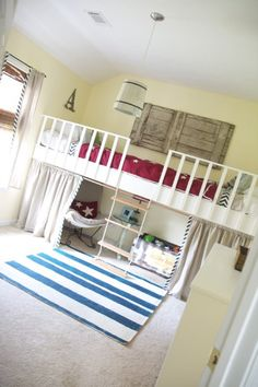 The Handmade Home: DIY loft bed without screwing the framework to the walls! Handmade Home, Build A Loft Bed, Loft Bed Plans, Double Loft Beds, Double Twin, Diy Casa, Kid Spaces, Small Spaces, My New Room