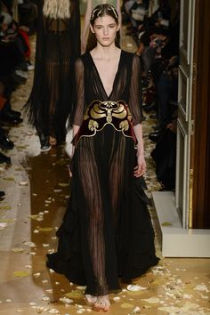 Valentino Spring 2016 Couture Fashion Show - Inga Dezhina Moth on her Uterus: what does it mean?