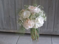 Bouquet de mariée type Bohême chic avec pivoine , hortensia et gypsophile par Pivoine et Capucine-guerande