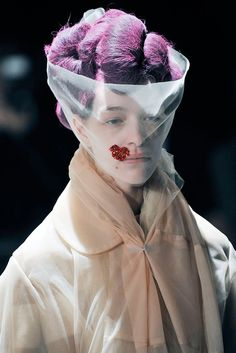 Comme des Garçons - Fall 2009 Ready-to-Wear - Look 1 of 116