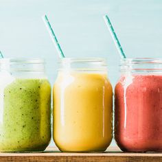 4 Anti Inflammatory Breakfast Smoothie Recipes Doctors Swear By For A Flat Stomach — SHEfinds - Smoothies Smoothies Banane, Smoothie Fruit, Breakfast Smoothie Recipes, Easy Smoothies, Strawberry Smoothie, Making Smoothies, Vegan Smoothies, Smoothie Diet, Anti Inflammatory Smoothie