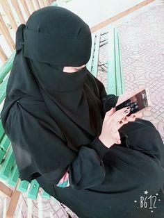 """Musa Akkaya, Has Olan Tesettür Bu örtü sadece bir bez parçası değildir, bu örtü ALLAH'ın sözüdür kardeşim, ALLAH'ın ayetidir. Bu ayeti üzerinde taşıdığının bilinci ya da bu ayeti üzerinde taşımanın vakti gelmedimi bacı kardeşlerim. """"Allahın ipine sımsıkı sarılın"""" Arab Girls Hijab, Muslim Girls, Beautiful Muslim Women, Beautiful Hijab, Hijabi Girl, Girl Hijab, Hijab Dress, Hijab Outfit, Hijab Dpz"""