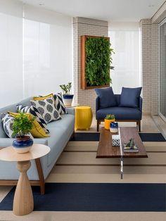 Varanda decorada com sofá azul claro e poltrona em azul petróleo; o amarelo, cor complementar ao azul, entra na decor para criar contraste Home Living Room, Living Room Designs, Living Room Decor, Centre Table Living Room, Bedroom Decor, Sofa Design, Room Colors, Sofa Set, Home Interior Design