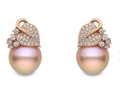 PLUS SIZE INSPIRATION Yoko London rose gold earrings with diamonds and natural colour baroque Freshwater pearls Rose Gold Earrings, Gemstone Earrings, Diamond Earrings, Pearl Earrings, Diamond Pendant, Pearl Jewelry, Diamond Jewelry, Fine Jewelry, Jewelry Accessories