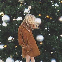 Katherine Bouweiri (@kbouweiri) Instagram Velvet winter dress