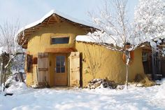 Casa Verde, a cob home in Romania. Started as just the round shape with the door, then grew!