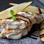Haferflocken-Palatschinken mit Birnen-Haselnuss-Topfencreme  (eifrei, können auch gluten- und milchfrei zubereitet werden) Creme, Icing, Gluten, Desserts, Food, Oatmeal Pancakes, Pears, Egg, Food Food
