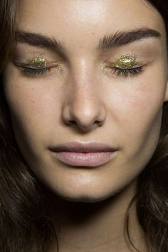 Anna Sui at New York Spring 2015 (Backstage). http://votetrends.com/polls/369/share #makeup #beauty #runway #backstage