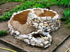 How To Urban Garden How to Build a Herb Spiral Garden - As a urban gardener, I love ideas that help create more growing space, are visually appealing, low maintenance, very do-able and are easily accessible. Herb Spiral, Spiral Garden, Planting Vegetables, Vegetable Garden, Herb Garden Planter, Vertical Garden Design, Modern Plant Stand, Garden Stones, Garden Beds