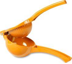 Stor orange citruspresser som vil lyse op i ethvert køkken. Specielt velegnet til appelsiner, men kan også bruges til lime og citroner. Skabt til at presser hver en dråbe ud af appelsiner, uden frugtkød og kerner. Halvér en appelsin og placer den i presseren. Herefter klemmer du håndtagene sammen og saften vil pible ud. Ingen besvær og minimal rengøring. Brug appelsinsaften i en kage, over en sommersalat eller drik den med det samme. Rengør ved at skylle med varmt sæbevand og tør af. Fås…