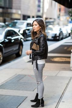 This casual outfit needs to make its way into my closet! And those boots? Yes please! | Life With Me by Marianna Hewitt