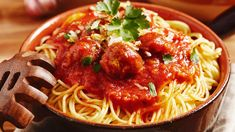 Spaghetti with meatballs and tomato sauce - Learn to earn Health Money Insurance . Quick Dinner Recipes, Easy Chicken Recipes, Vegan Recipes Easy, Meat Recipes, Cooking Recipes, Easy To Cook Meals, Easy Meals For Kids, Easy Food To Make, Quick Easy Meals