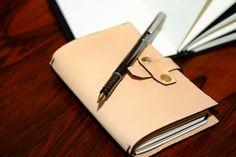 SOMNIUM LEATHER - Prototipo de novo Notebook Cover com novo sistema de fecho (b)