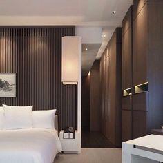 Park Hyatt Shanghai hotel, elegant floor to ceiling built-in closets. Wonderful contrast, very elegant. Interior Modern, Interior Architecture, Interior Design, Dubai Architecture, Home Design, Shanghai Hotels, Park Hyatt Shanghai, Hotel Room Design, Design Bedroom