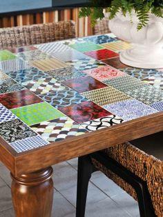 http://casa.abril.com.br/materia/mosaico-de-azulejos-decoram-paredes-e-mesas?utm_source=redesabril_casas&utm_medium=facebook&utm_campaign=redesabril_casaclaudia