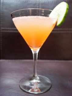 Beauty Elixir (Gin, strawberry puree, rose sparkling wine)