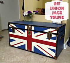 DIY Union Jack Trunk.. AHHHH!! i have to make this soon,even though i have hardly any space in my room n_n