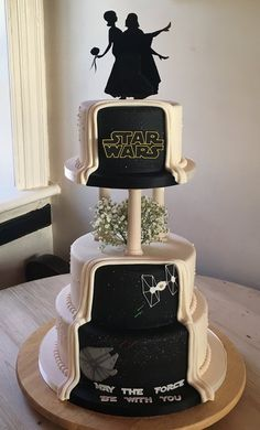 From the front this cake looks like a traditional wedding cake, then during the cutting of the cake ceremony you spin it around to reveal the hidden star wars panel to your guests. Star Wars Wedding Cake, 3 Tier Wedding Cakes, Geek Wedding, Cool Wedding Cakes, Cute Wedding Ideas, Dream Wedding, Disney Wedding Cakes, Bolo Star Wars, Star Wars Cake