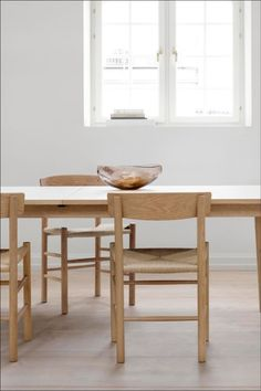 Designed in the exemplifies Børge Mogensen's quest to create simple, functional pieces crafted to last. Space Copenhagen, Wood Surface, Small Furniture, Danish Modern, Painting On Wood, Stools, A Table, Dining Bench, Solid Wood